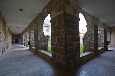 L'Abbaye Saint Jacques de Montfort sur Meu