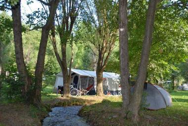 Camping des Grottes à ALLIAT