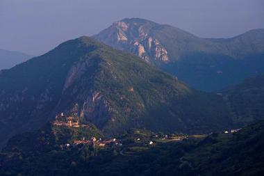 Vue sur le Château de Lordat en Ariège Pyrénées