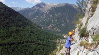 Initiation via ferrata Bureau des guides des Pyrénées Ariégeoises