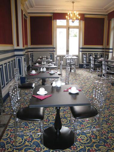 Hotel-Les-Marechaux-Salle-de-petit-dejeuner