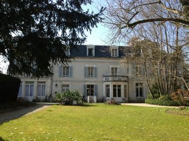 Hotel-Les-Marechaux-jardin