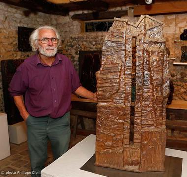 A Gaudebert et une sculpture