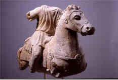 Statue équestre mutilée Musée St Germain Salle d'archéologie gallo-romaine Cliché et collections Musée Auxerre