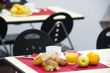 hotel-cerise-auxerre-moneteau-salle-petit-dejeuner--8--2