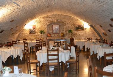 restaurant-salle-voutee-hostellerie-accolay
