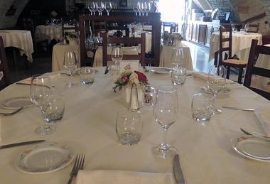 table-hostellerie-de-la-fontaine-accolay