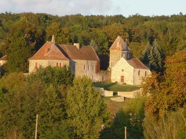 Vue Sud-ouest du château à partir de la RD14B en direction de La Chapelle