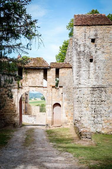 Porterie XVe s + Tour de prison XVIe s. Entrée principale du château.