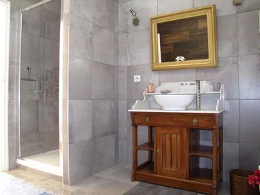 Salle de bains de la suite Merise