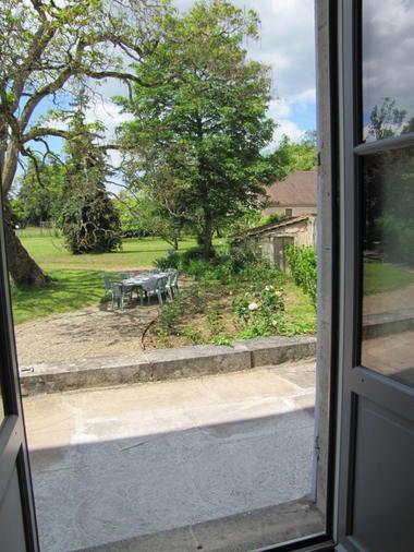 vue sur le jardin depuis la Chambre Amande