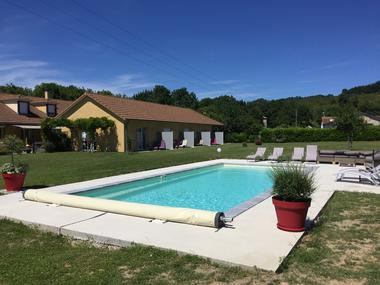 La piscine chauffée (entre 26 et 28 degrés)