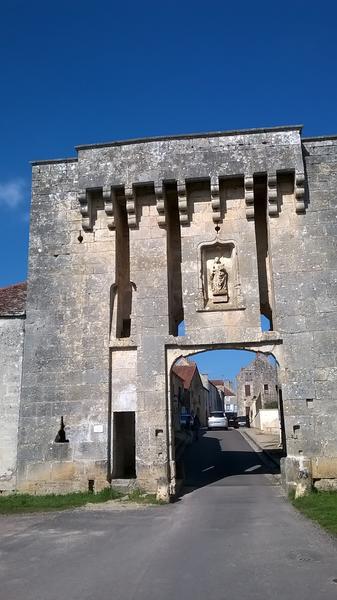 la porte du val Flavigny-sur-Ozerain