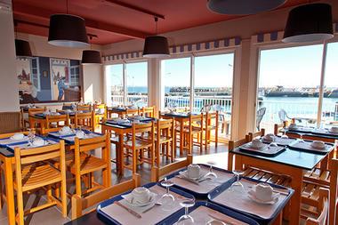 salle-dejeuner-hotel-les-voygeurs-ile-yeu-636