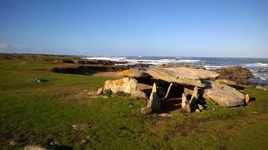 dolmen-de-la-planche-a-puare-ile-d-yeu-f-guerineau-131033
