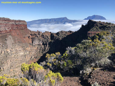 -1 terre_cameleon_commerson_volcan