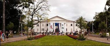 A l'instigation de Gustave Manès, maire de la ville, le gouverneur Hubert de Lisle crée le Muséum d'Histoire Naturelle. - Muséum d'Histoire Naturelle
