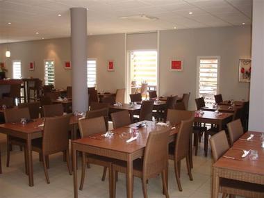 Salle intérieure du restaurant le Thalès