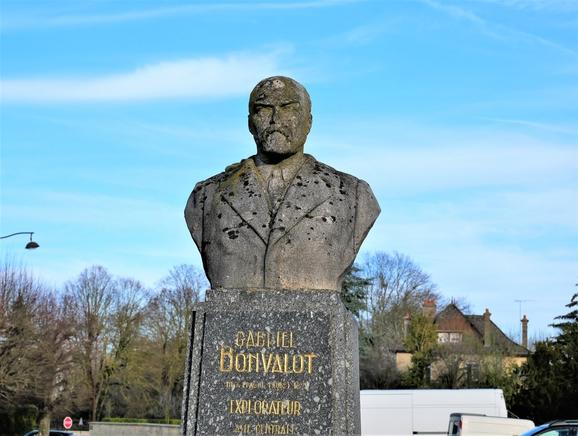Statue Bonvalot BLC, FR (4).JPG