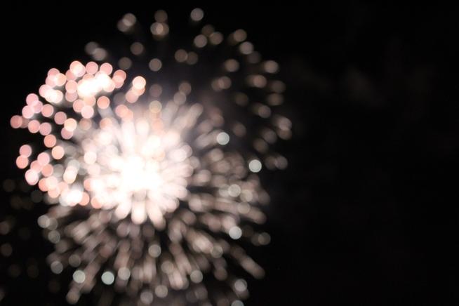 fireworks-2564305_1920.jpg
