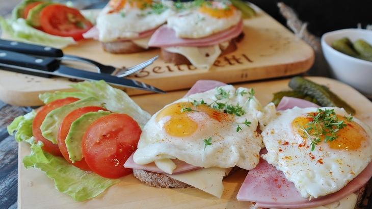 fried-eggs-2796406_1920.jpg