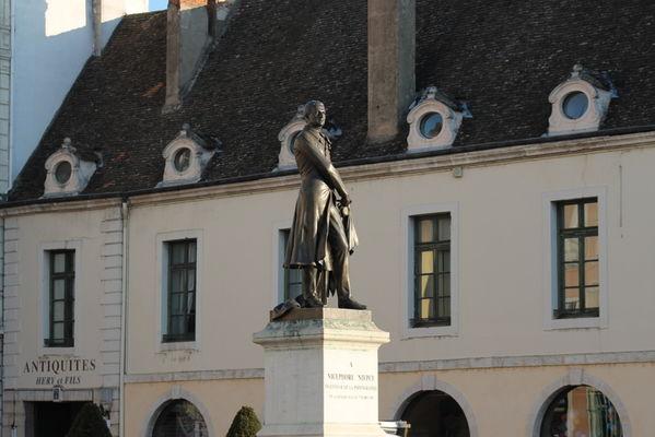 Statue Niepce et Office de Tourisme