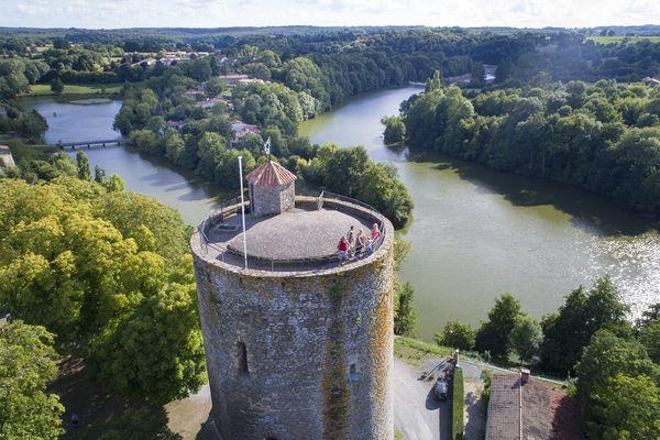 À l'orée de la forêt - Mehdi Media Office de Tourisme Pays de Fontenay-Vendée.jpg