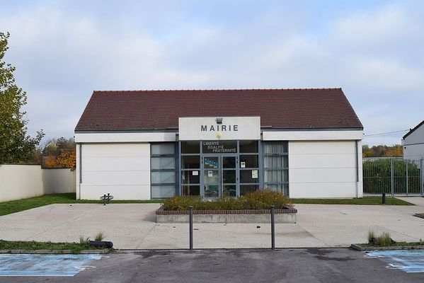 Mairie-rouilly-saint-loup.JPG