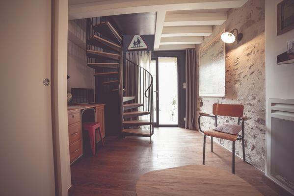 chambroutet-chambres-dhotes-la-belle-lurette-escalier.jpg