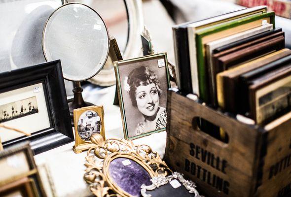 Vide grenier charisse-kenion-502630-unsplash.jpg