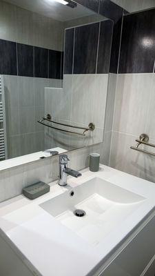 Location B lavabo dans salle d'eau.JPG