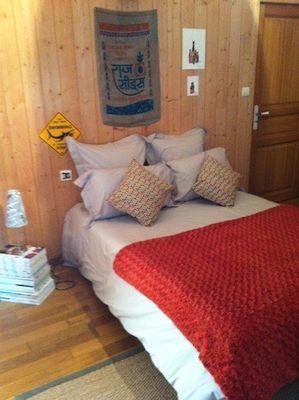 saint-aubin-de-baubigne-chambre-dhotes-roches-mousset-chambre2.jpg