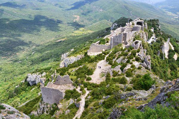 castle-661479_1920.jpg
