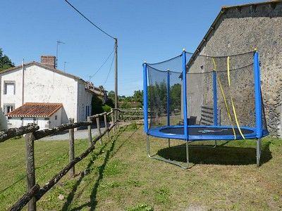 Moncoutant-La Bodinière2-trampoline-sit.jpg