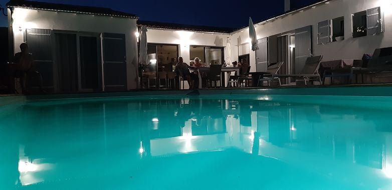 nuit piscine.jpg