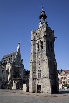 Le Beffroi et l'Hôtel de ville de Béthune.jpg