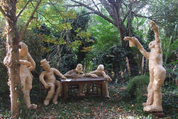 jardintheatre-iledere-lacouarde-grosbonhommes.JPG