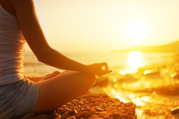 méditation et coucher du soleil.jpeg