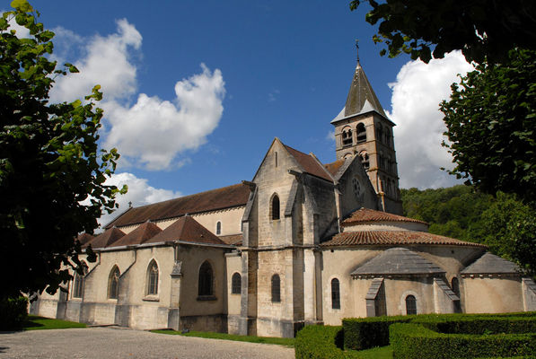 Eglise-de-Vignory.jpg
