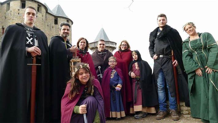 Location de costumes visite de carcassonne.jpg