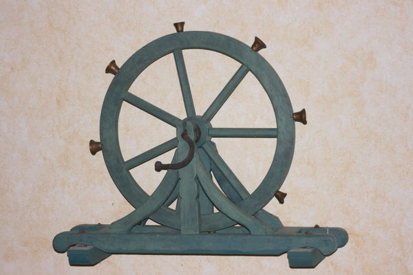 Roue à carillons -  chapelle St-Nicolas Priziac - Pays roi Morvan - Morbihan Bretagne sud.JPG