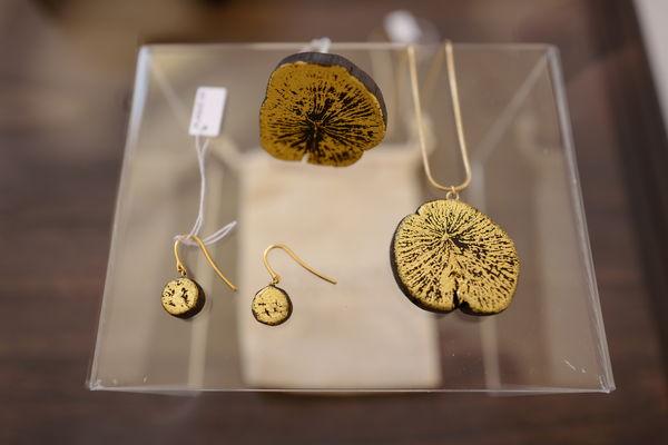 bijoux bague boucles et pendentif