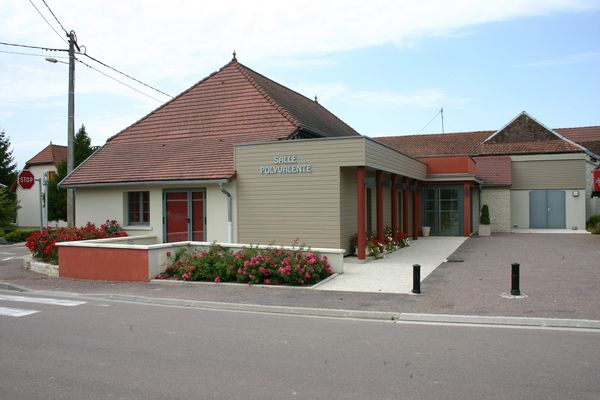 Salle des fêtes-Villechétif.JPG