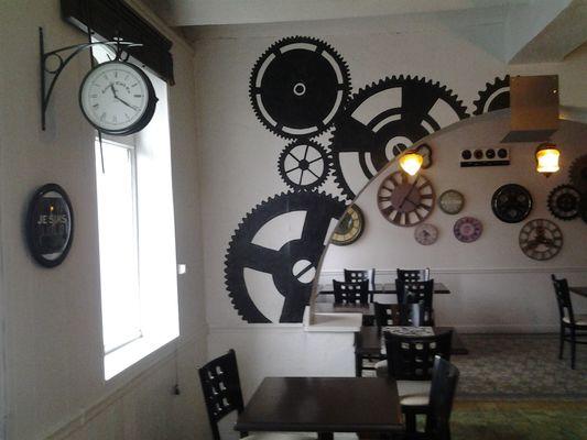 Le Bistrot de Lolo - Saultain -  Restaurant - Décor Horloge (2) - 2018.jpg