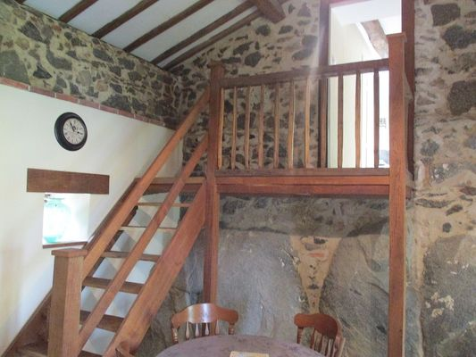 La Foret-sur-sevre-gite-de-PeachCottage-escalier-sit.jpg