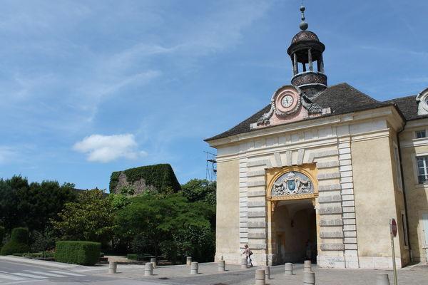 Porte de Givry