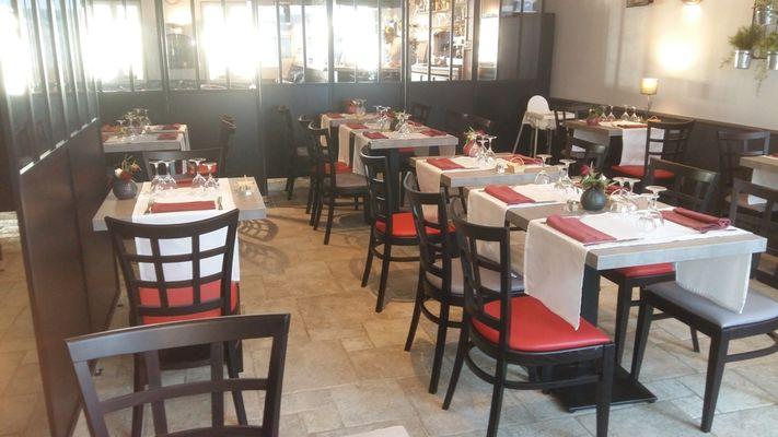 restaurant-lemeraude-lesportesenre-salleamanger-3.jpg
