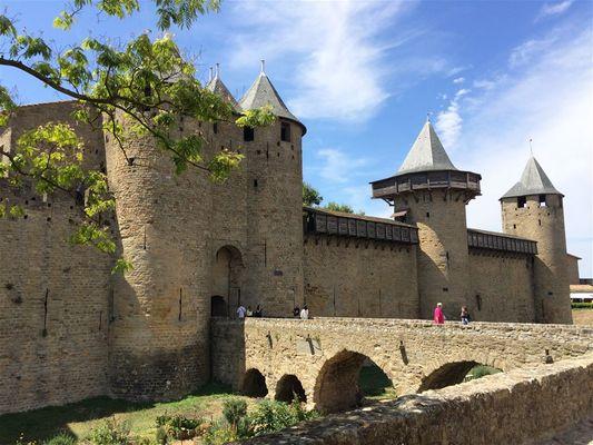 Cité Médiévale de Carcassonne et Château de Lastours 1.jpg