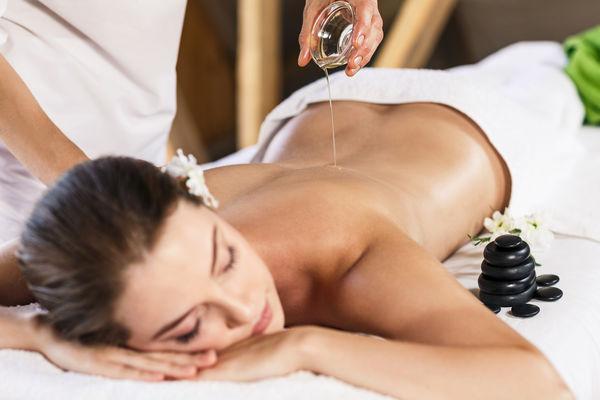 massage ayurvéda huile chaude.jpg