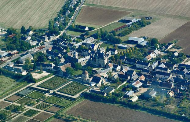 Talcy_castle,_aerial_view.jpg